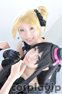 Mio and Mugi from K-ON Cosplay Photo in Japan